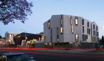 极具雕塑感的灰色公寓大楼