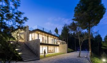 玻璃幕墙和土坯墙的碰撞——高地住宅