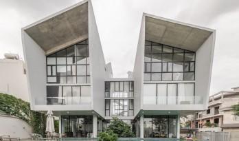 鲜明的折角,通透的落地窗,一座极简的清水混凝土住宅