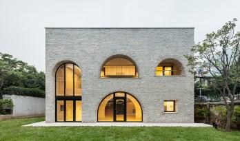 "Cheongun公寓:以""拱""作为概念的集中式空间组织"