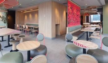 麦当劳除了改名金拱门以外,还为了「本土化」做过这样的设计...