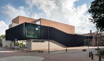 暖红与黑色交织——辛格·拉伦博物馆新建剧院
