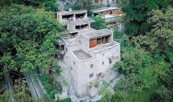 70岁大爷独自在家造出7个院子,花了50年……