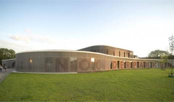轻盈飘逸——Noorderparkbad游泳馆设计 / de architekten cie