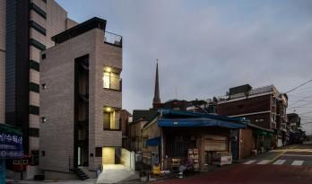 城市狭缝中的微型住宅K / Architects H2L