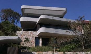 构筑在砂岩之上的混凝土书屋住宅 / luigi rosselli