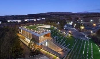 九桥会堂 ——停车场与屋面的无缝融合 / D·Lim Architects