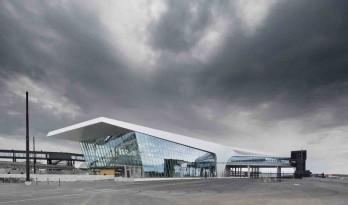 栖息于岸上的金色海洋生物:赫尔辛基二号西码头 / PES-Architects