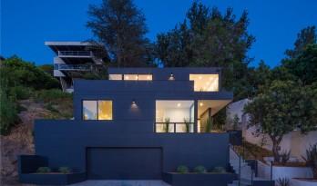 借助山景,紧凑型住宅也能充满活力