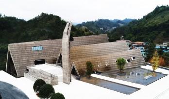 """水族语言,""""山""""的形状——龙门文化中心 / 西线工作室"""