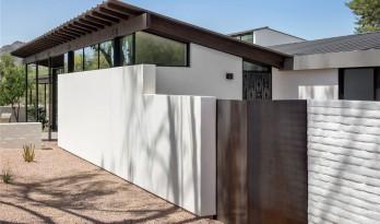 室内外空间的渗透与融合——沙漠中的白房子 / Michael Groves
