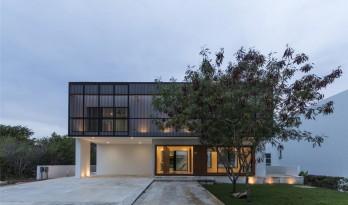 坎哈16号住宅:俯瞰高尔夫球场的大型社区 / Boyance Arquitectos