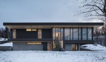 纯白雪山中的一抹暖光——加拿大Vingt别墅