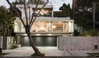 建在圣伊西德罗沟壑中的LRC住宅