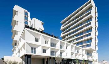 拉托斯卡纳公寓综合体 / AE Arquitectos