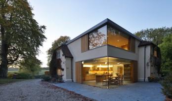 新式住宅——超现代玻璃扩建体量与维多利亚风格的碰撞