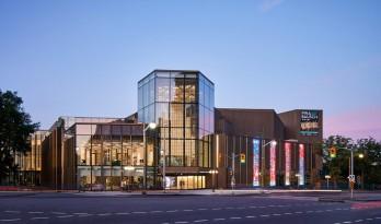 为野兽派艺术中心穿上透明的新装:渥太华国家艺术中心翻新工程