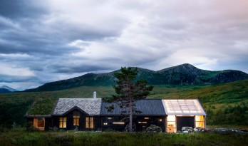 """挪威山顶的""""多面""""小木屋"""