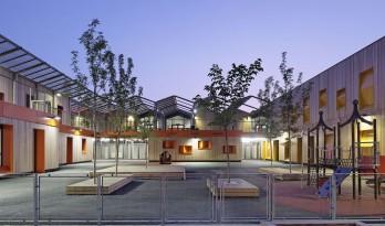屋顶如山岳般绵延起伏——圣伊西多尔幼儿早教中心
