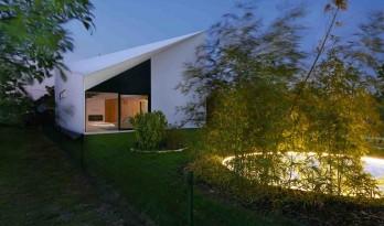 交织灵感与创意的纯白住宅