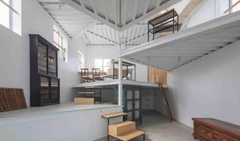 无缝连接的室内空间?充当桌子和架子的奇妙多功能平台
