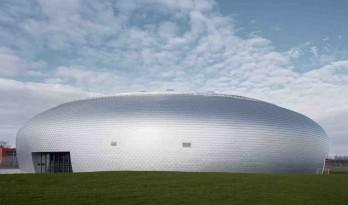 圆润Q弹,造型极简的白煮蛋体育馆