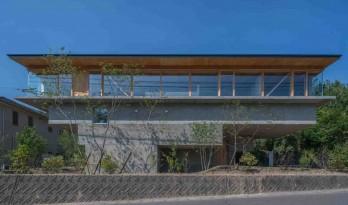 回归自然山谷的阶梯住宅