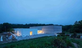 纽约州北部激进的意大利艺术画廊——混凝土和玻璃的协奏曲