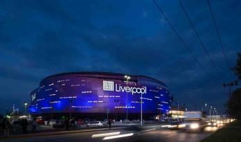 冷峻工业区内的一抹柔软暖色:托卢卡利物浦商场