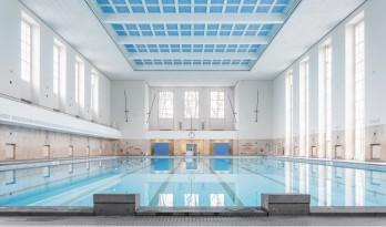 30年代军队训练设施,变身新古典主义游泳馆