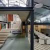 仓库改造后的办公室——悬浮于建筑中心的混凝土楼梯