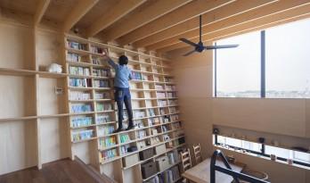 书虫之家,书架也可攀爬 / 藤井伸介建筑设计事务所