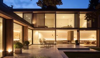 根特家庭住宅的扩建体量——玻璃幕墙打造出明亮的室内空间
