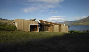 山丘上的斗篷住宅——折纸般的体块交叠和切割