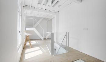 只有一间房间的酒店 / dmvA-architects