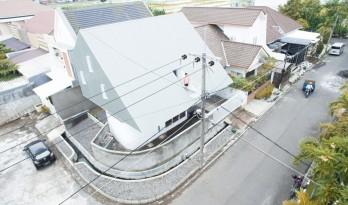 既是屋顶也是立面的天然采光C- House / ARA Studio