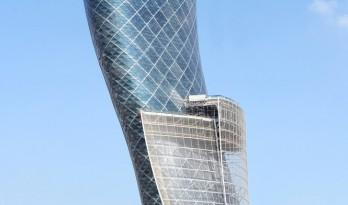 首都门厅——世界上倾斜度最大的塔楼
