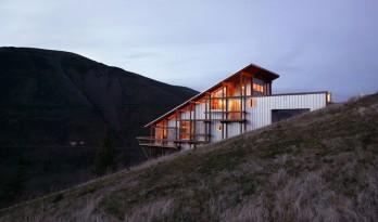 架空于峭崖边上的度假屋 — 峡谷之家