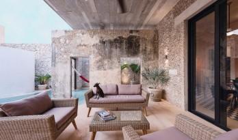 用斑驳的墙壁向时间致意 — Xolotl住宅