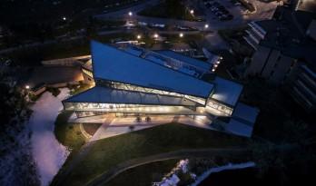 现代通透,向老校区致意的特伦特大学学生中心
