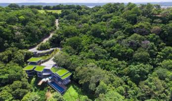 掩映于绿林,依附在山脊的观海住宅 — Casa Magayon