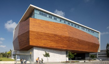 悬空的木质聚宝盒,特拉维夫新自然历史博物馆