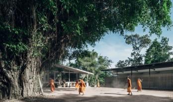 废弃老楼的改造 — 屋顶倾斜的寺庙学校