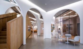 折叠拱券下的'新'社区空间 — 上海二回画廊