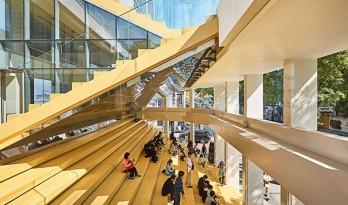 为了还给城市户外空间, 弘益大学开放了自己的建筑学院!