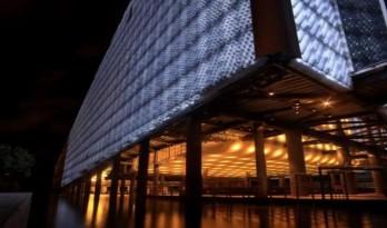 他们募集了150万个塑料瓶,建成了一个九层高的博物馆