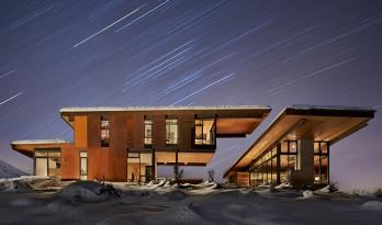 随四季流转变换的冰原住宅  /  一座具有冒险精神的建筑