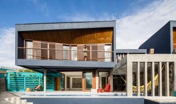 满足童年幻想的海滨小屋—巴西日落住宅