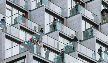 梯田式退台设计创造出更多户外空间——纽约第一街251号公寓