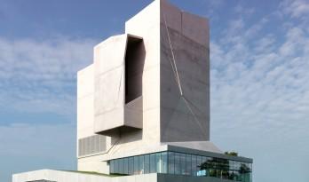 一栋可以吹上天的建筑:风洞体验中心
